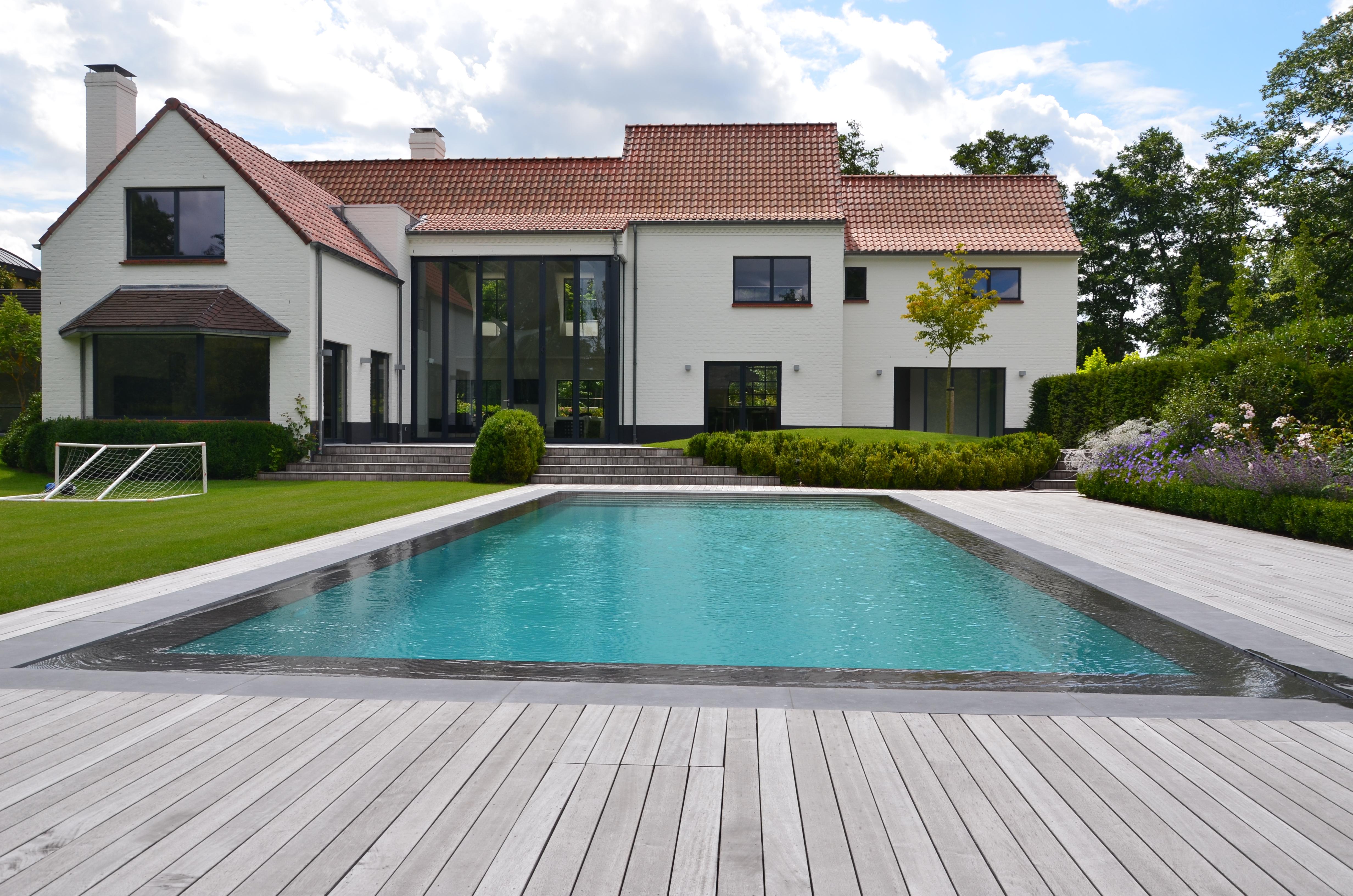 Stijlvol overloopbad in sint martens latem zwembaden antheunis - Huis design met zwembad ...