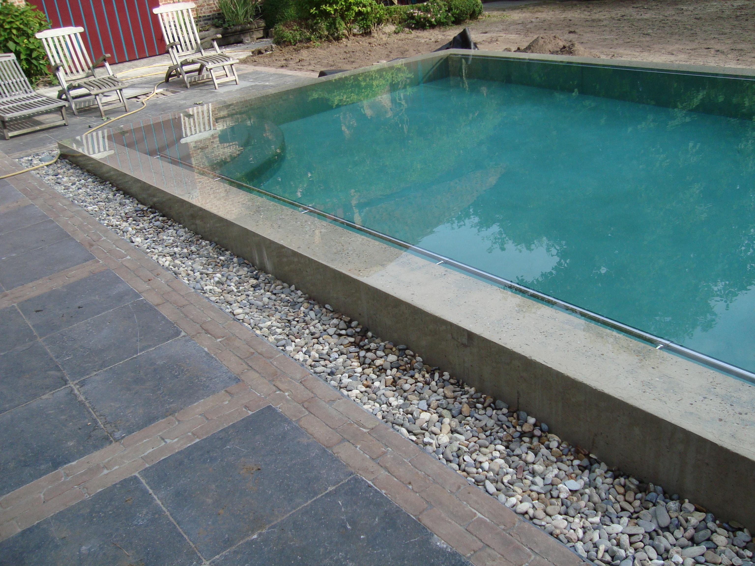 Zwembad in zichtbeton zwembaden antheunis for Inbouw zwembad zelf bouwen