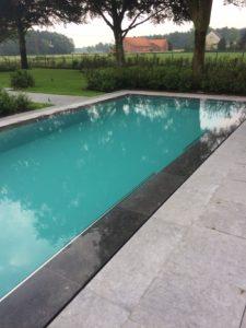 Overloopzwembad bekleed met polyester